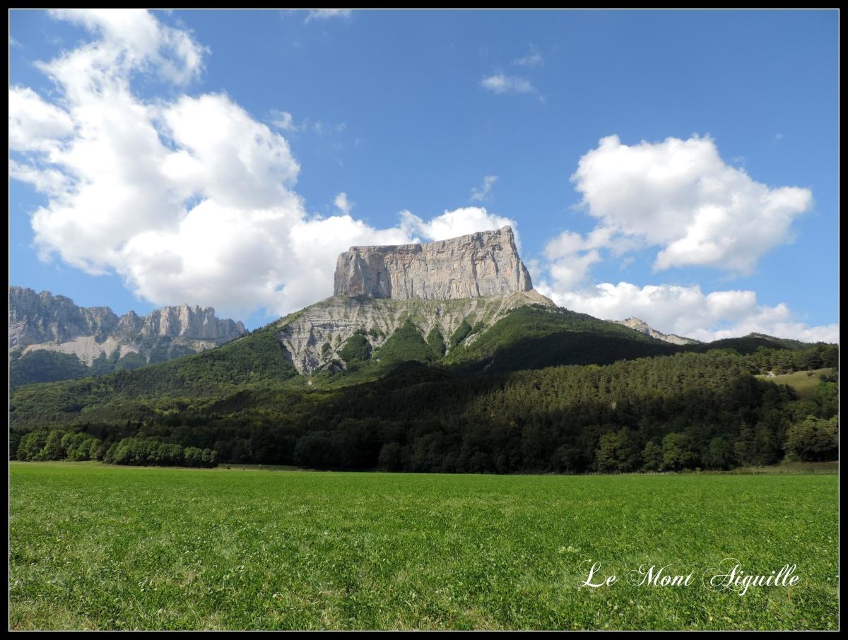 { Les Gorges de Gâts – son Cirque d'Archiane / Le Mont Aiguille }